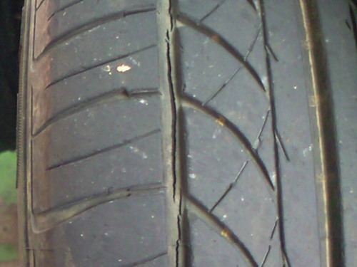 タイヤ亀裂.jpg