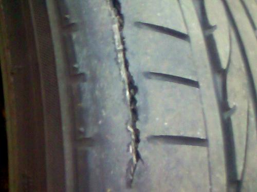 タイヤのトレッド剥離.jpg