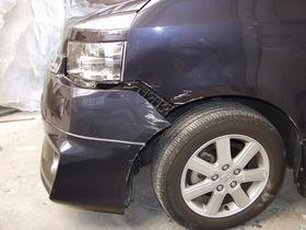 トヨタ・ヴォクシー 板金塗装 (フロントフェンダー、バンパー、ヘッドライト破損修理)