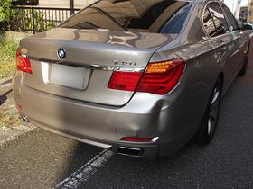 【中古部品で格安修理】BMW740i (F01)リアバンパーカバーのキズ・へこみ画像
