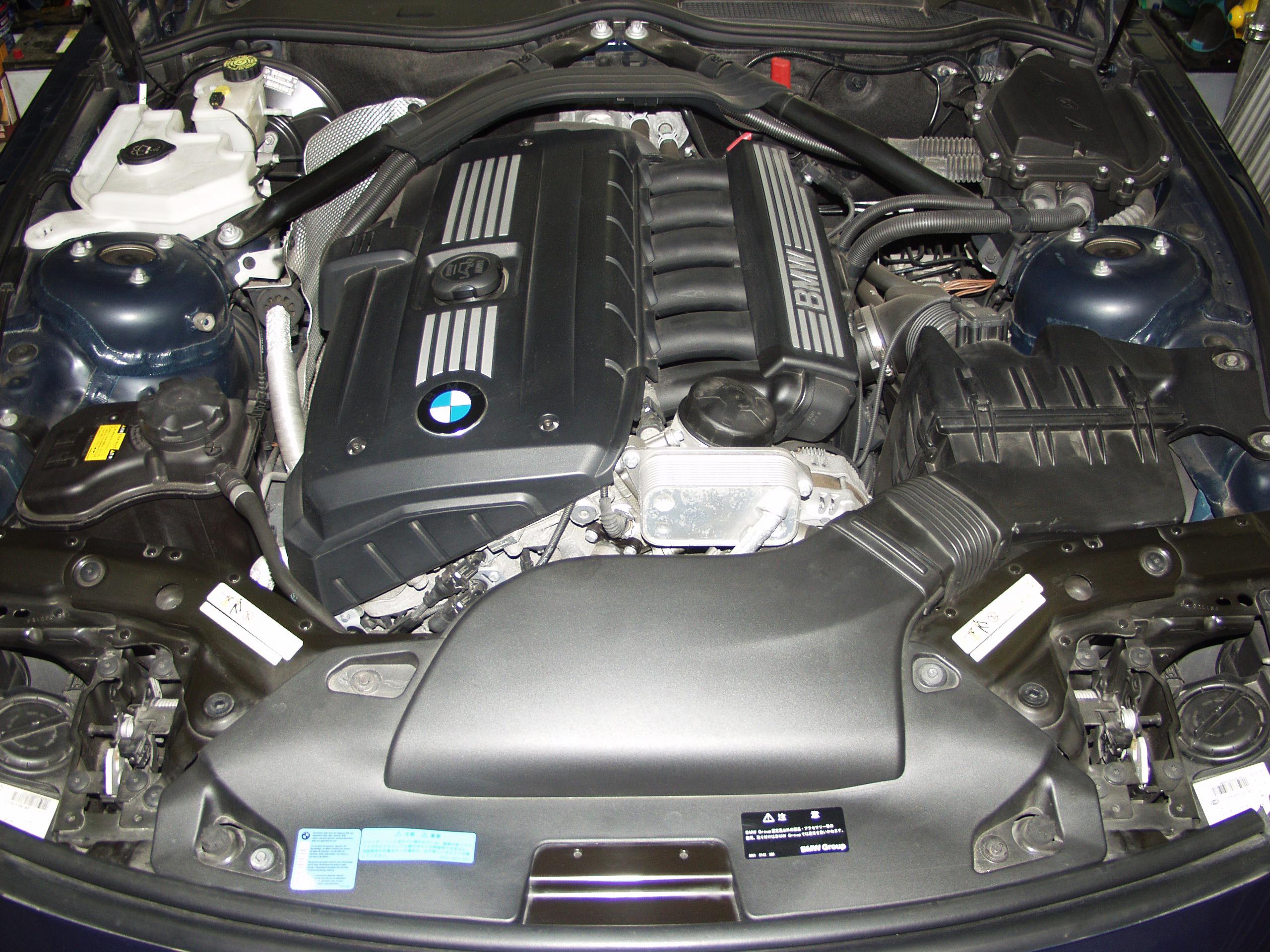 BMW E89 Z4 2.5L直列6気筒エンジンはパワフルです。
